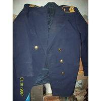 Пиджак железнодорожника спогонами и эмблемами